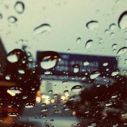 5 réflexes pour conduire sous la pluie