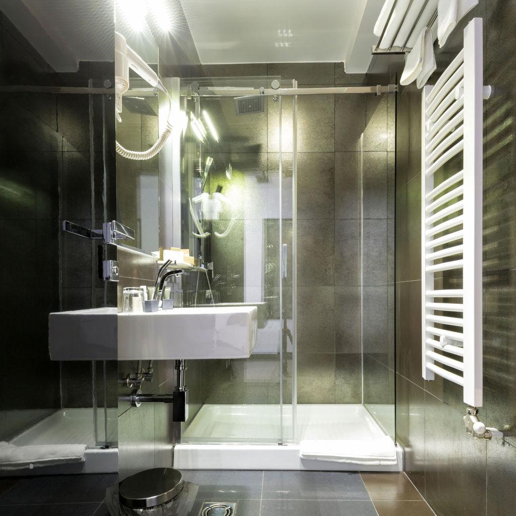 Astuce rangement salle de bain astuce rangement petite for Organiser sa salle de bain