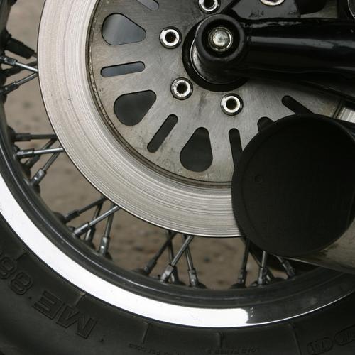 Démonter une roue arrière de moto