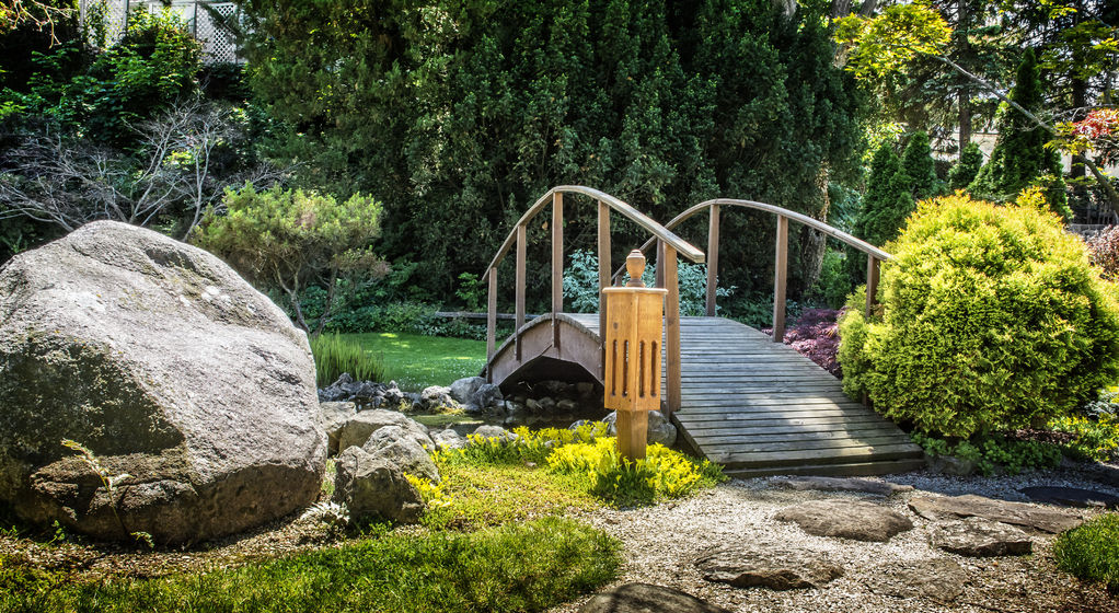 Pont en bois pour jardin choix et prix ooreka for Sujet decoratif pour jardin