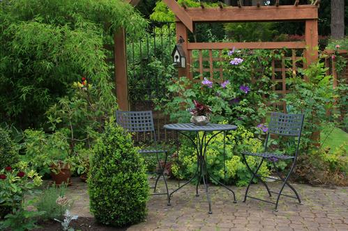 Salon de jardin en fer forgé : critères de choix et prix - Ooreka