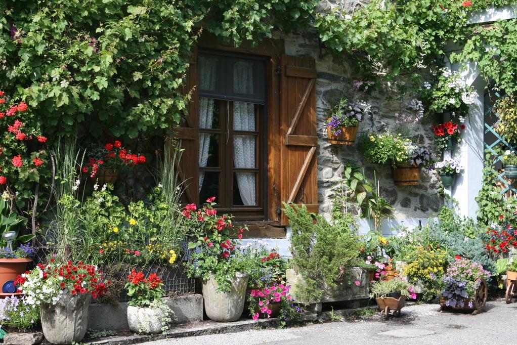 Jardini re pierre reconstitu e ou naturelle ooreka - Decoration jardiniere exterieure ...
