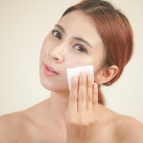 Réaliser un maquillage adapté à un visage rond
