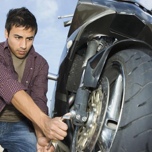 Changer un pneu de moto