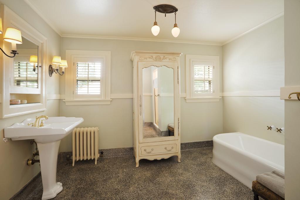 lavabo ancien authentique ou imitiation ooreka. Black Bedroom Furniture Sets. Home Design Ideas