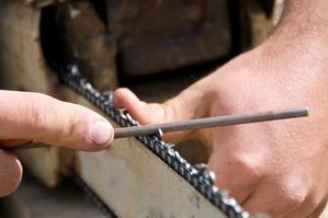 Lime cha ne tron onneuse l aiguisage et l affutage de la chaine - Comment aiguiser une chaine de tronconneuse ...