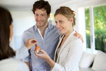 Couple achète une maison