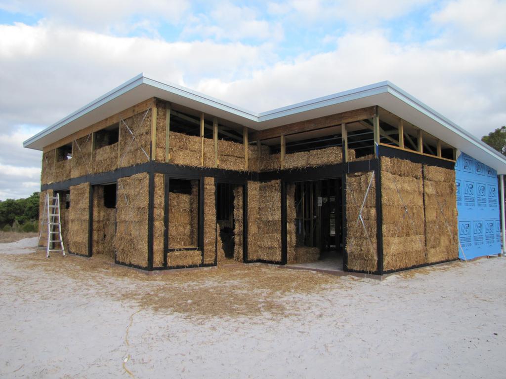 Maison en paille atouts de l 39 autoconstruction d 39 une for Astuce construction maison