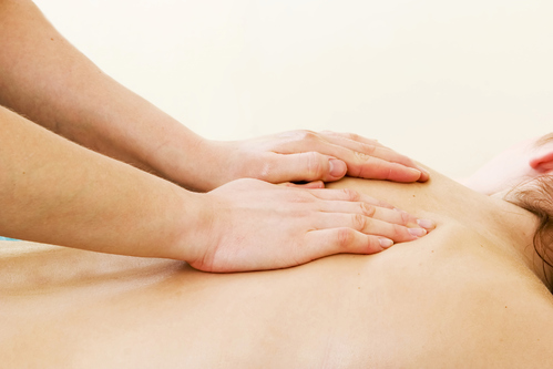 Le mal de dos est un terme générique qui regroupe différents types de douleurs, avec des localisations variables et pouvant résulter de différents types de causes. Les traitements sont donc différents d'un mal de dos à l'autre.