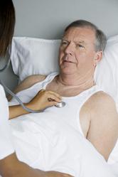Homme lit consultation medecin