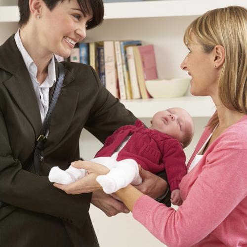 Laisser son enfant pour la première fois à la nounou
