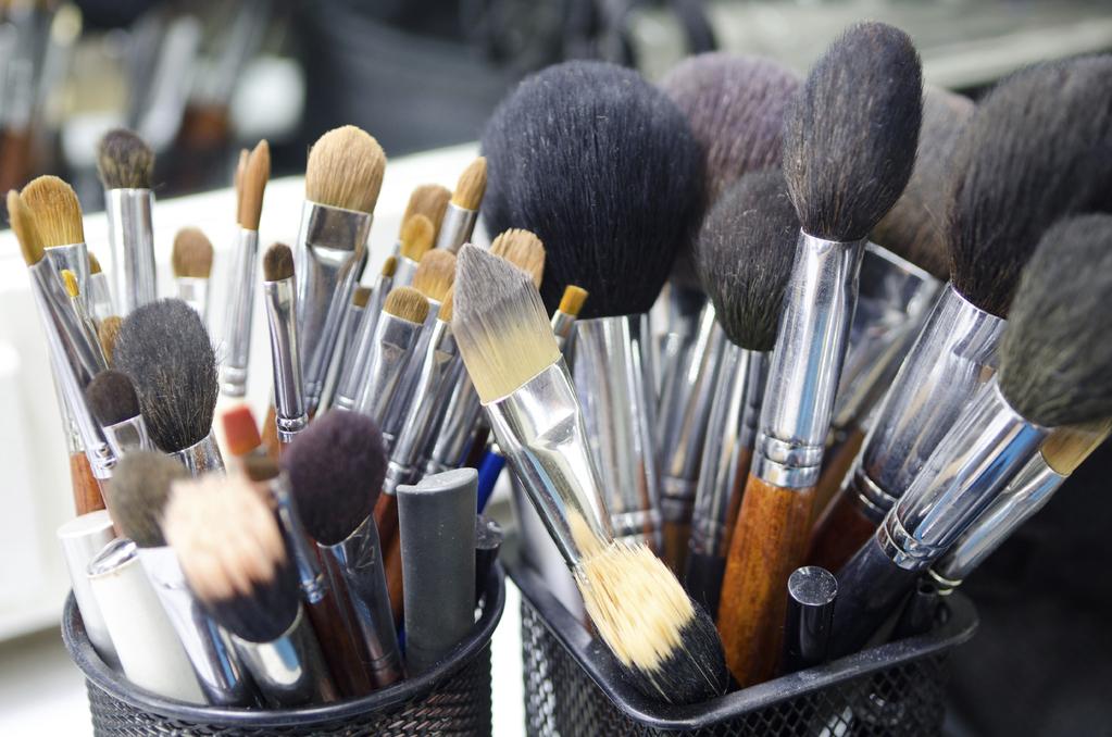 rangement maquillage types mat riaux et prix ooreka. Black Bedroom Furniture Sets. Home Design Ideas