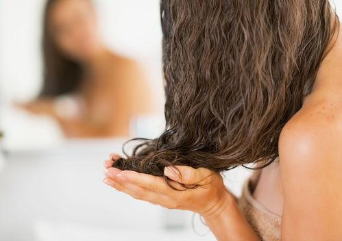 Soin cheveux boucles fins