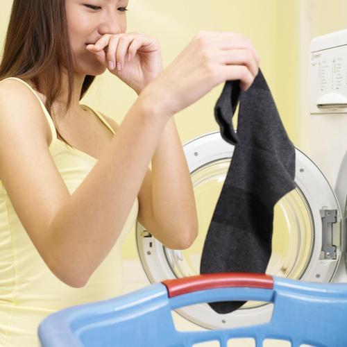 Éliminer les odeurs de transpiration sur le linge