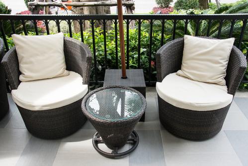 Salon de jardin totem : caractéristiques et critères de choix - Ooreka