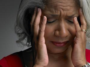 La migraine se décline selon plusieurs formes : avec ou sans aura, par abus médicamenteux, cataméniale : causes, traitement, soin.