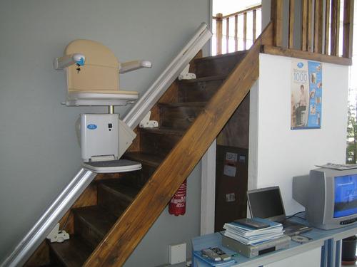 Monte escalier infos et conseils sur le monte escaliers for Montee escalier bois