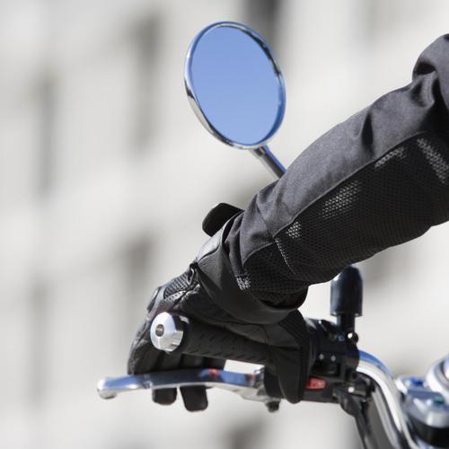 Changer un rétroviseur de moto