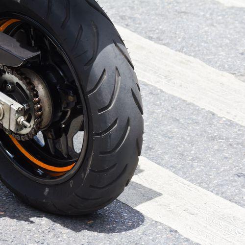 Faire une réparation de pneu de moto