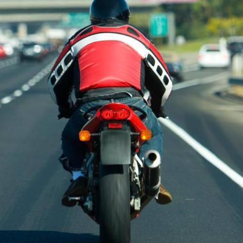 Rouler en toute sécurité à moto sur l'autoroute