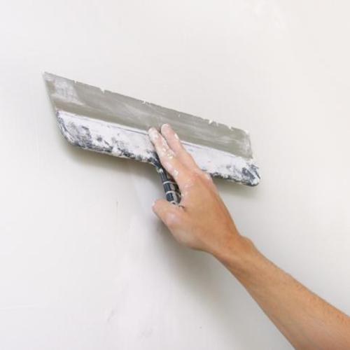 Enduire un mur peint