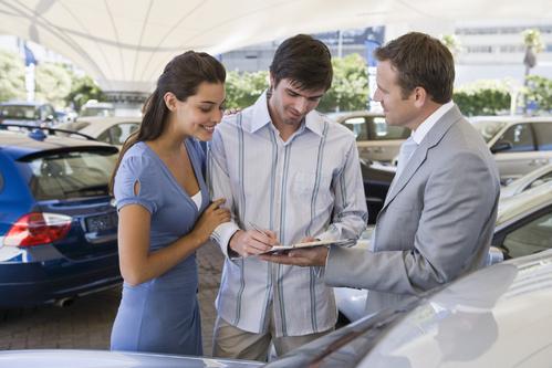 Techniques pour négocier le prix d'une voiture neuve