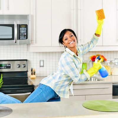 vinaigre 10 trucs qui n 39 ont rien voir avec votre assiette nettoyer une tache. Black Bedroom Furniture Sets. Home Design Ideas