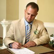 Marié signe un contrat