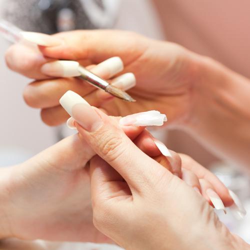 Poser des faux ongles en gel