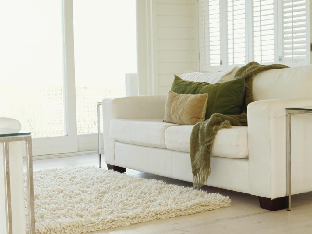 installer son canap dans son salon. Black Bedroom Furniture Sets. Home Design Ideas