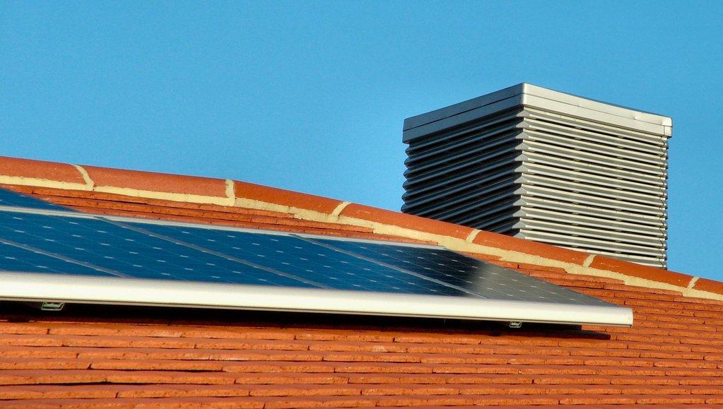 climatiseur avec panneaux solaires thermiques infos et prix ooreka. Black Bedroom Furniture Sets. Home Design Ideas
