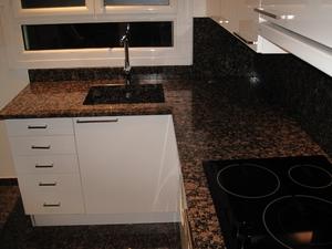 plan de travail granit infos et prix du plan de travail en granit. Black Bedroom Furniture Sets. Home Design Ideas