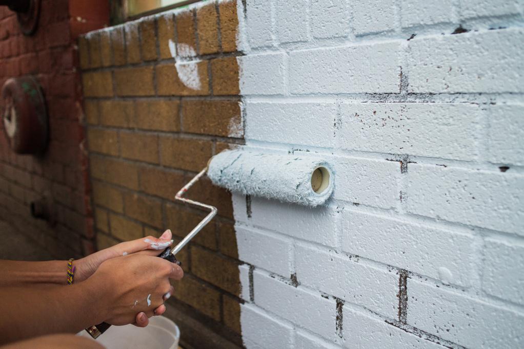 Peinture sur briques infos conseils prix ooreka - Peindre cheminee brique rouge ...