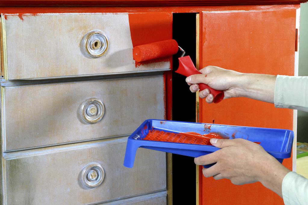 Peinture pour meuble en bois atouts utilisation prix - Peinture bois pour meuble ...
