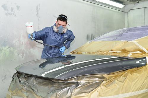 Un peintre en carrosserie