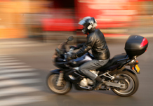 Conduire une moto manuel