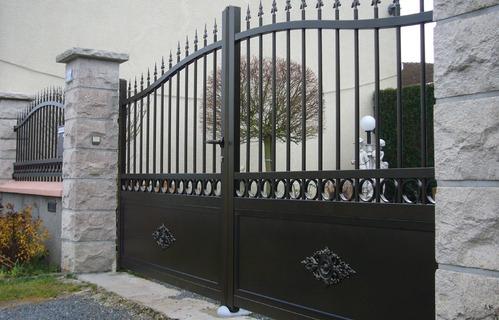 pilier portail tout savoir sur les piliers de portail et leur montage. Black Bedroom Furniture Sets. Home Design Ideas