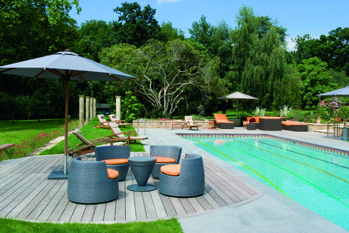 Photo decoration piscine bois ext rieure for Decoration piscine et jardin