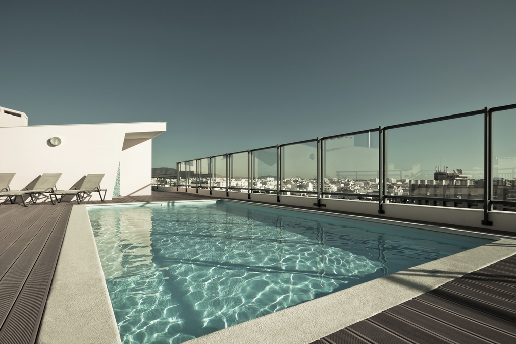 R gles pour installer une piscine sur un toit terrasse for Toit en verre pour terrasse