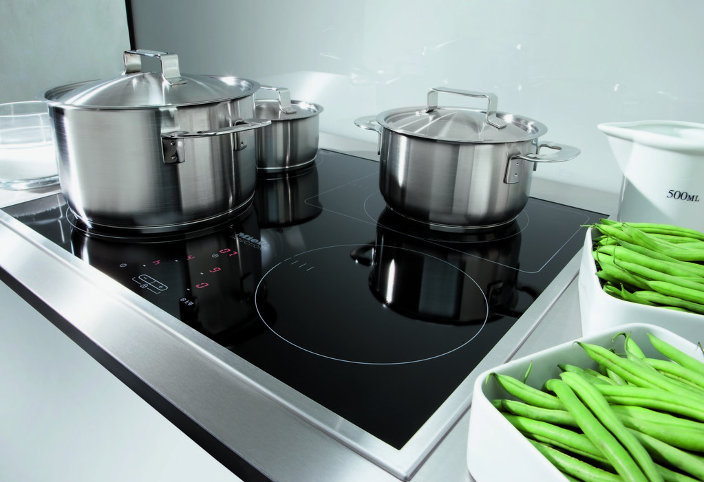 Idee deco cuisiniere induction grande largeur cuisiniere - Plaque induction grande largeur ...