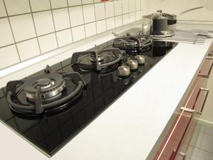 Plaque cuisson verre infos et prix de la plaque de - Table de cuisson gaz 5 feux inox 90 cm ...