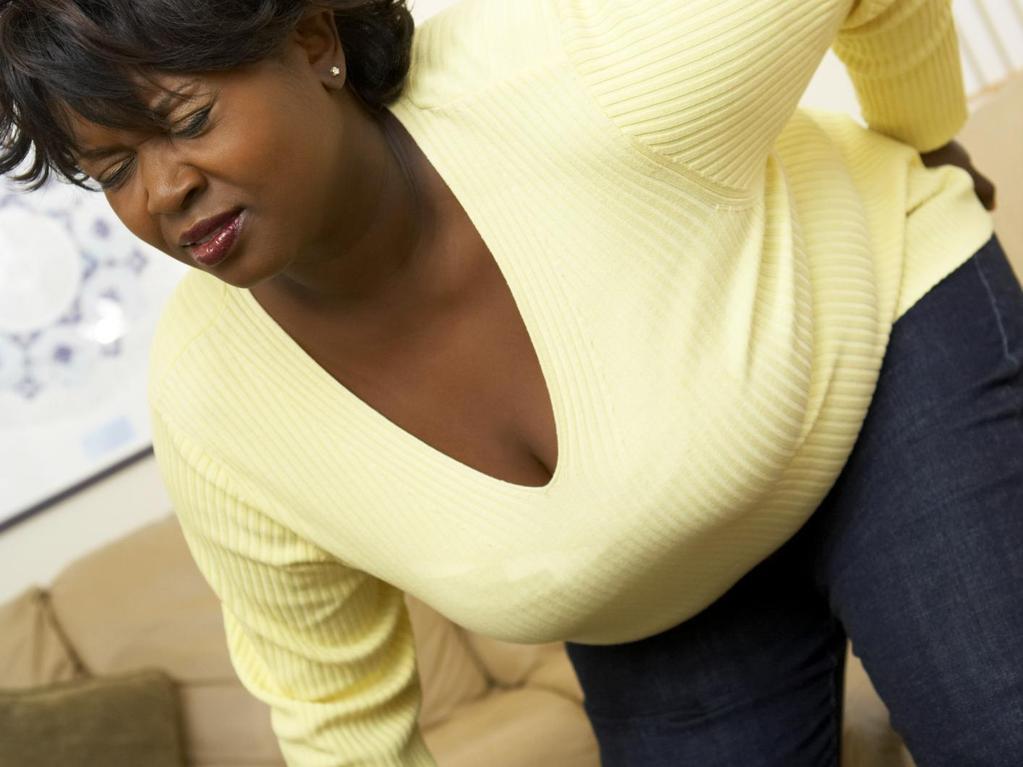 La douleur geignant aux reins à la grossesse