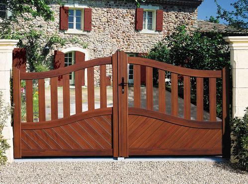 portail bois avantages et prix du portail en bois. Black Bedroom Furniture Sets. Home Design Ideas