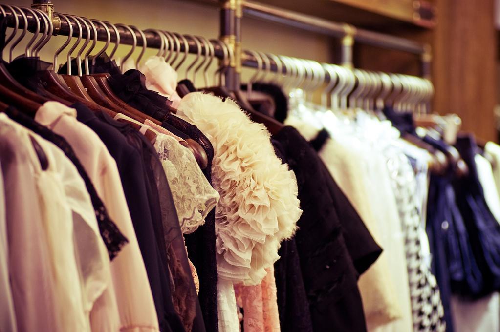Portant Vêtement Critères De Choix Matériaux Prix Ooreka - Portants vêtements