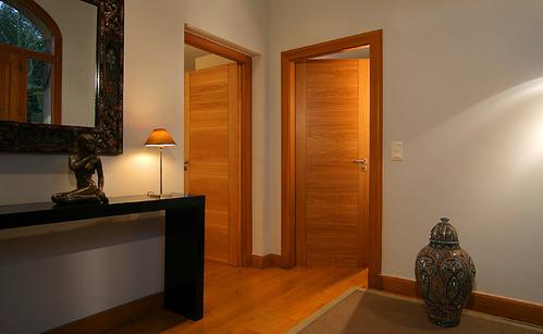 Porte en bois infos et prix d 39 une porte en bois - Peinture pour porte en bois ...