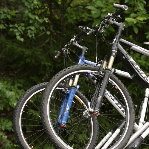 Changer une roue avant de vélo