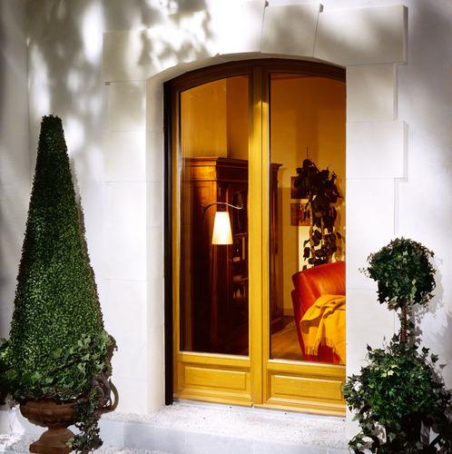 photo fen tre porte fen tre en bois. Black Bedroom Furniture Sets. Home Design Ideas