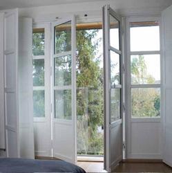 Porte-fenêtre à frappe