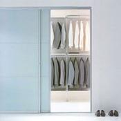 poser une penderie dans un placard. Black Bedroom Furniture Sets. Home Design Ideas