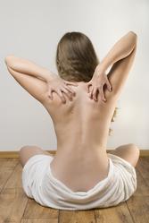 Femme dos gratte serviette bain
